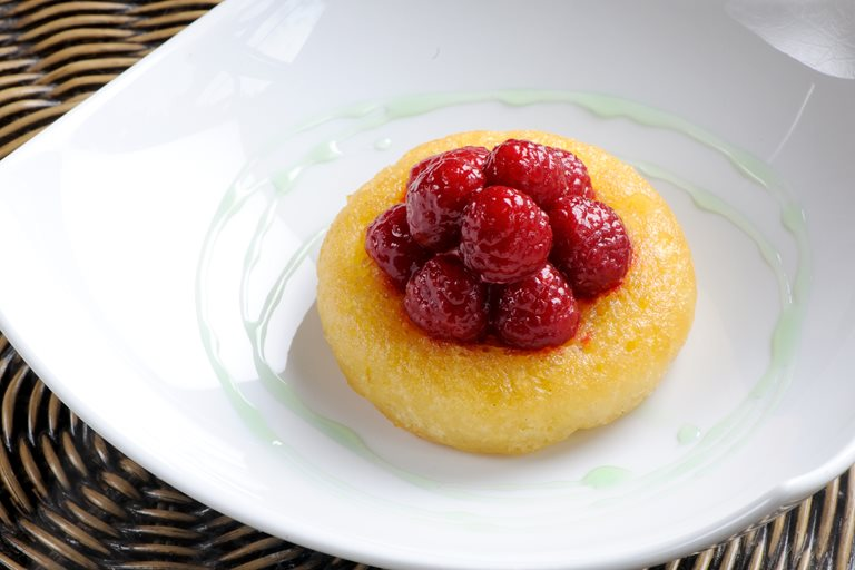 Warm savarin of English raspberries with mint syrup