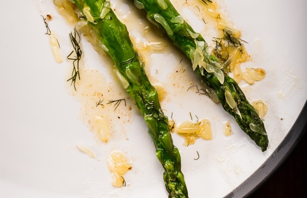 Asparagus in brown butter, pomelo and bronze fennel