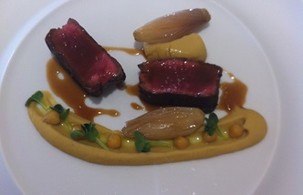 Chianina veal, cheek, chickpeas and shallots  at restaurant Arnolfo