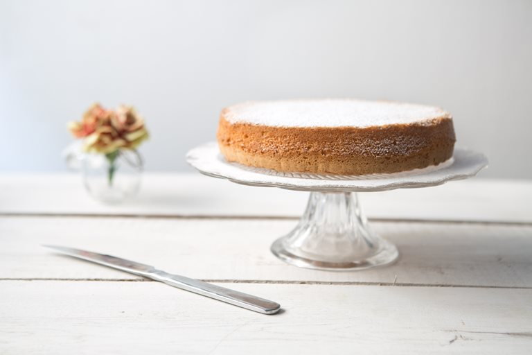 Gluten- and dairy-free lemon chiffon cake