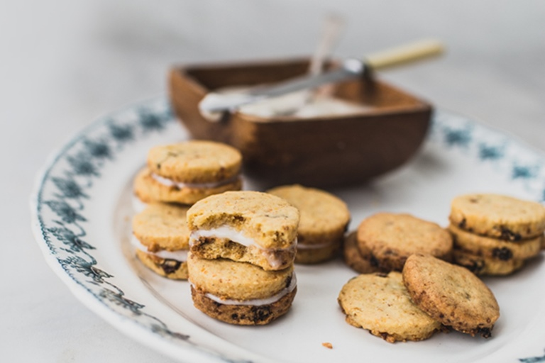 Carrot cake shortbread biscuits