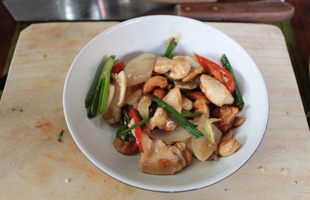 Stir fried chicken with cashews