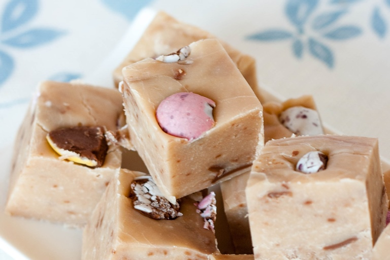 Creme egg fudge recipe