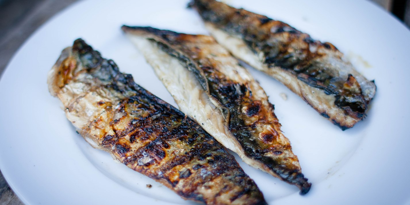 How to barbecue a whole mackerel
