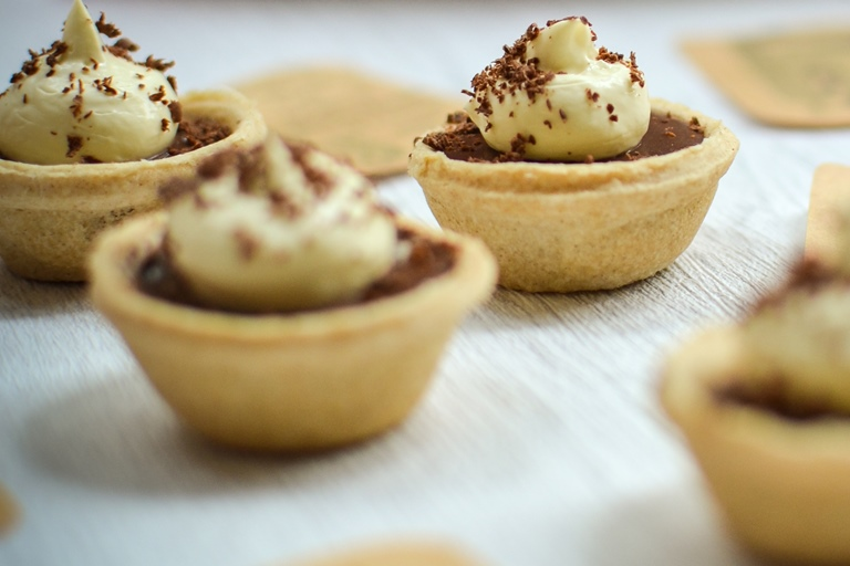 Mini chocolate mousse tarts