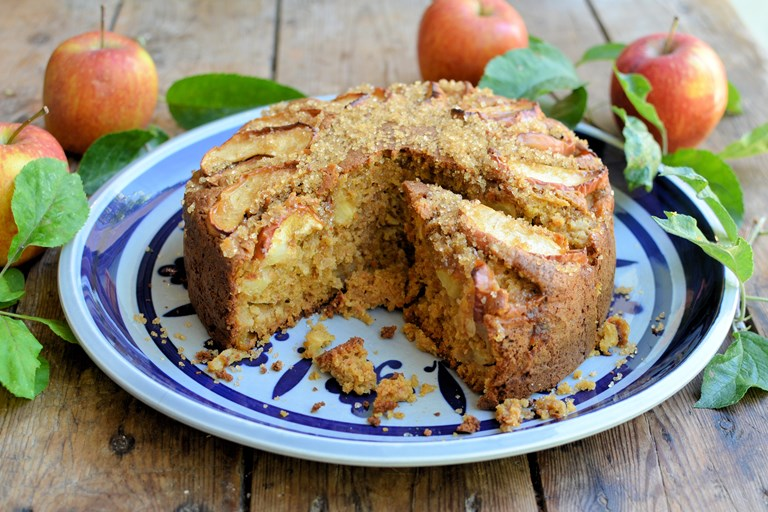 Spiced brown sugar apple cake