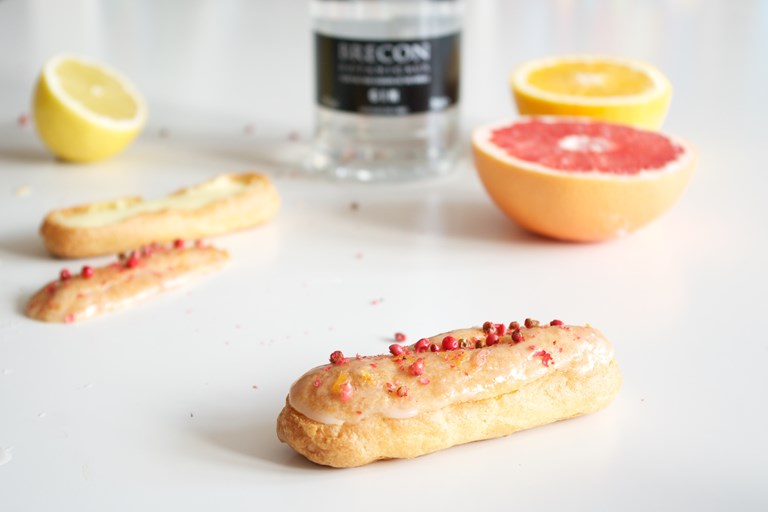 Gin, citrus and pink peppercorn éclairs
