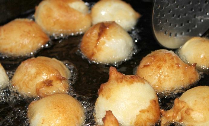 Bunyols de vent (Catalan doughnuts)