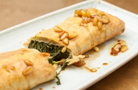 Empanada with spinach, Torta del Casar and pine nut dressing