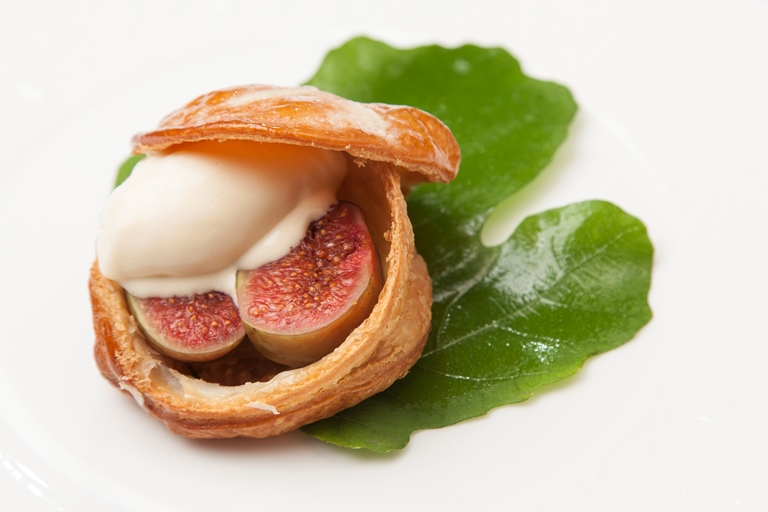 Black figs in rough puff pastry with fig ice cream