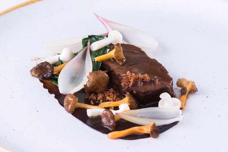 Beer-braised beef cheek, three-corner garlic, girolles, onions cooked in whey