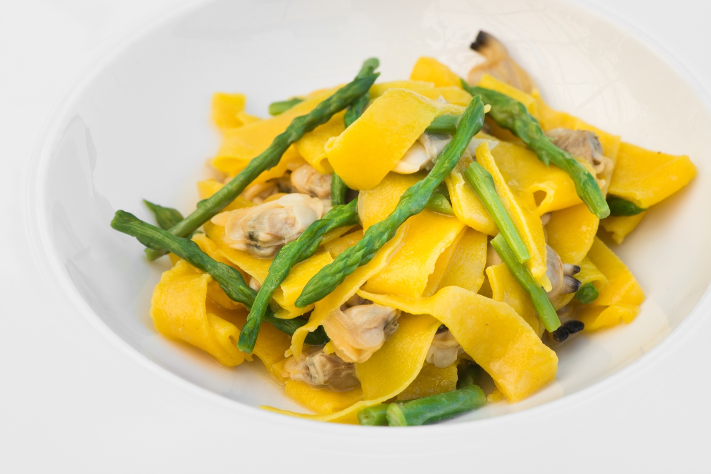 Maltagliati pasta with clams and wild asparagus