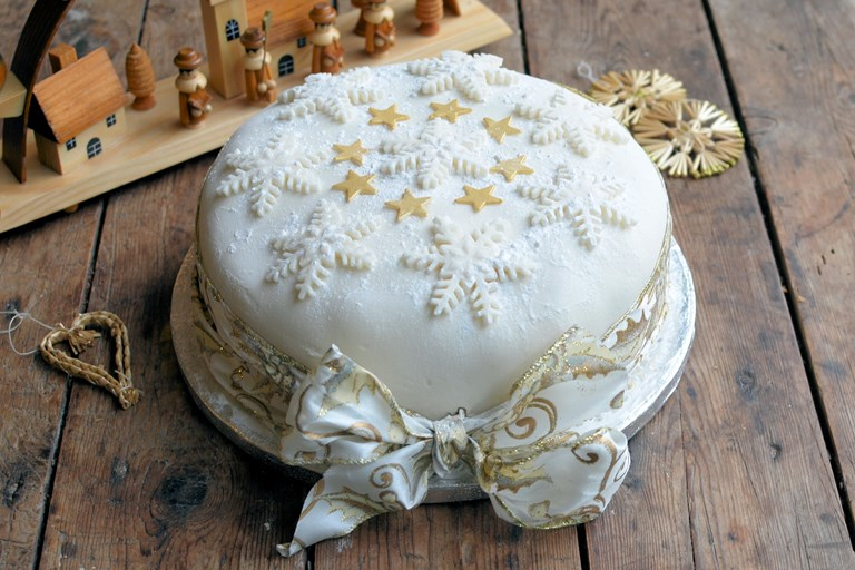 Star and snowflake christmas cake recipe
