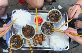 Twenty-four hours to eat in Hanoi