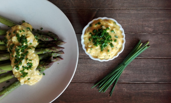 Asparagus with boznersauce