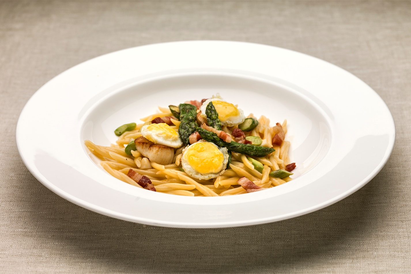 Yoshi Yamada, Japan – Trofie with pan-fried scallops, pancetta, asparagus and quail eggs