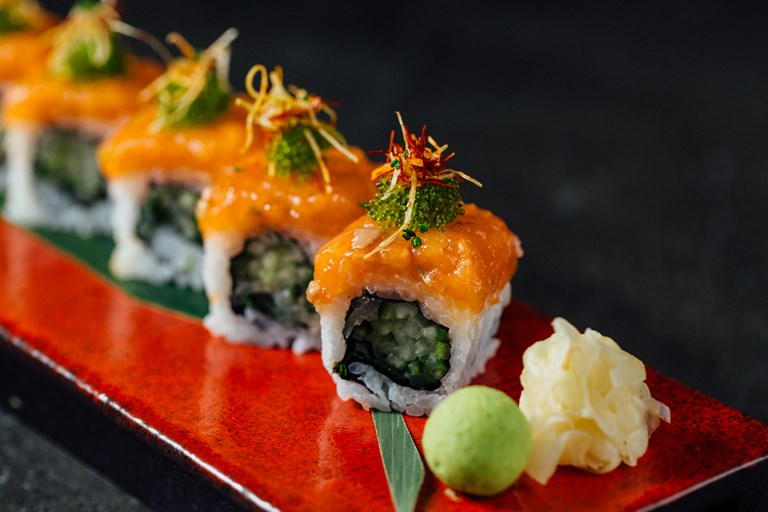 Spicy salmon uramaki