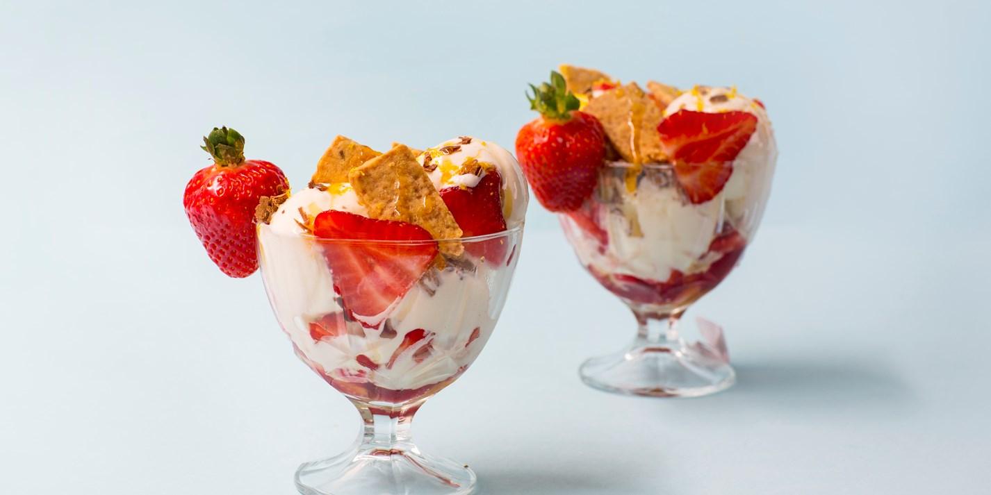 Ice cream sundae at home 82