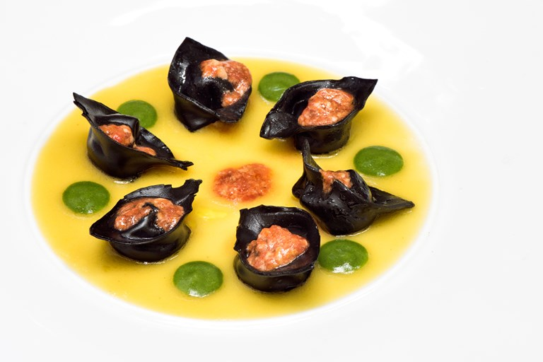 'Black is back' - mussel tortelli with sea urchin