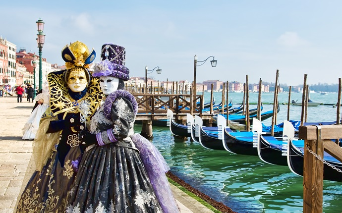 Where to eat the best frìtole in Venice during Carnival
