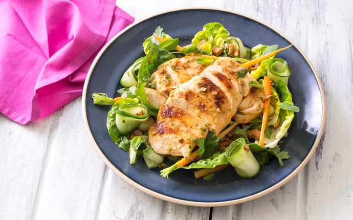 Thai chicken, carrot and cashew salad
