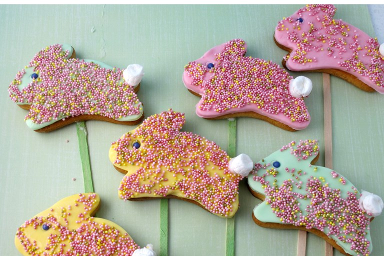 Easter bunny cookie pops