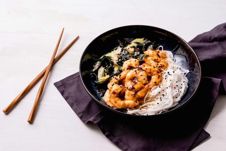 Teriyaki prawns with rice noodles and wakame salad