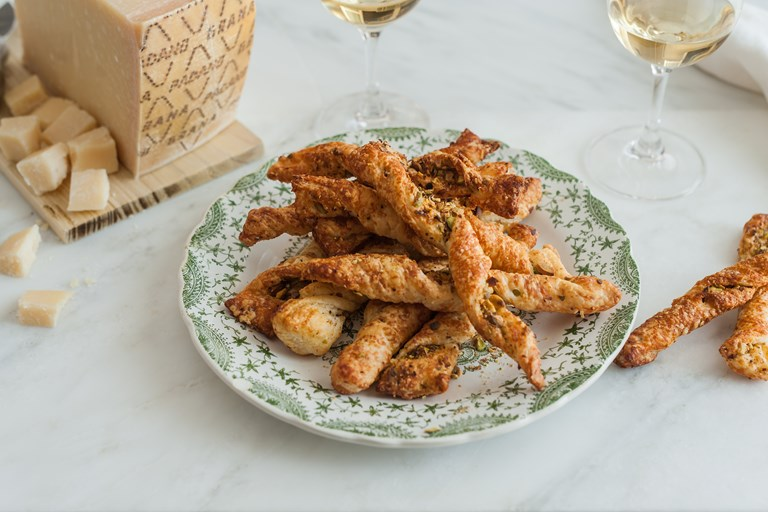 Cheese straws with salty pistachios
