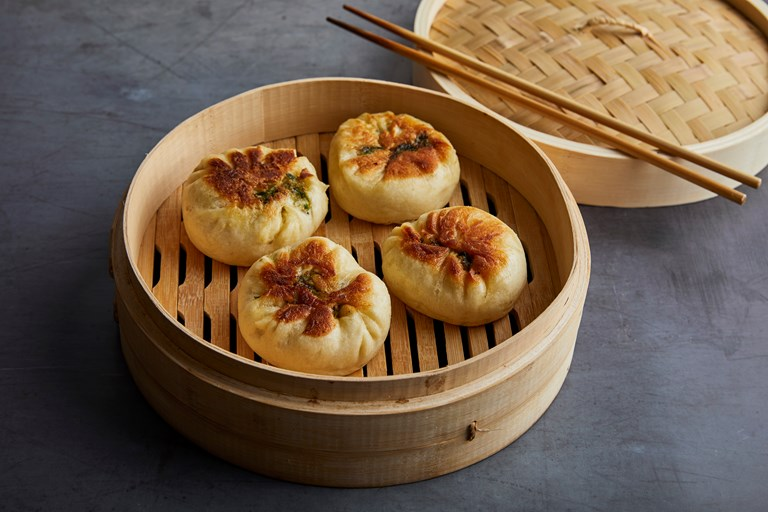 Spring onion, chive and mushroom bao