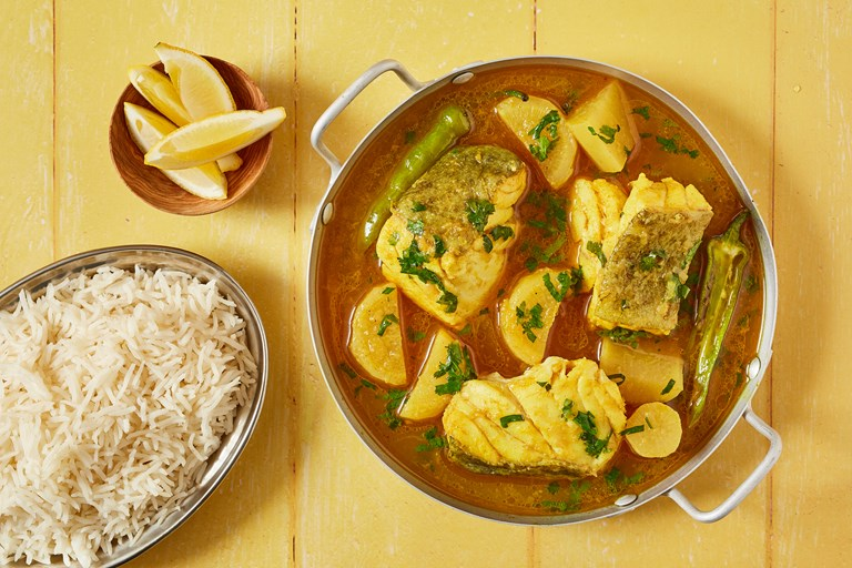 Bangladeshi fish curry with daikon