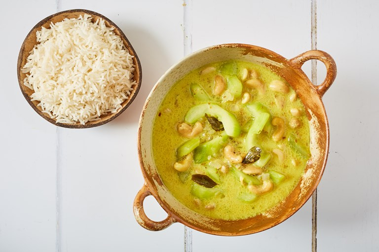 Cucumber and cashew nut curry
