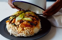 Bol renversé - sunny-side-up egg, chicken and pak choi rice bowl