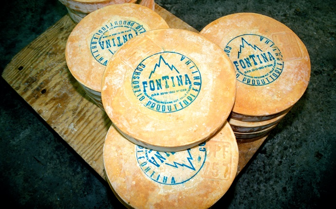 Fontina cheese: the pride of Valle d'Aosta