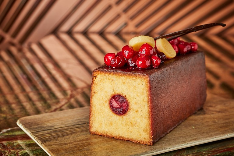 Cranberry, vanilla and quince travel cake