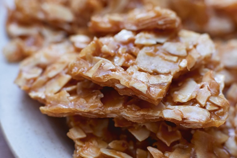 Toasted coconut brittle