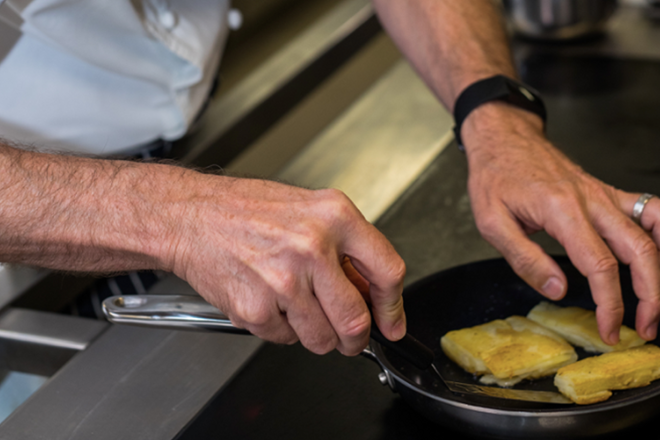 Learning with Experts: cooking courses with the pros