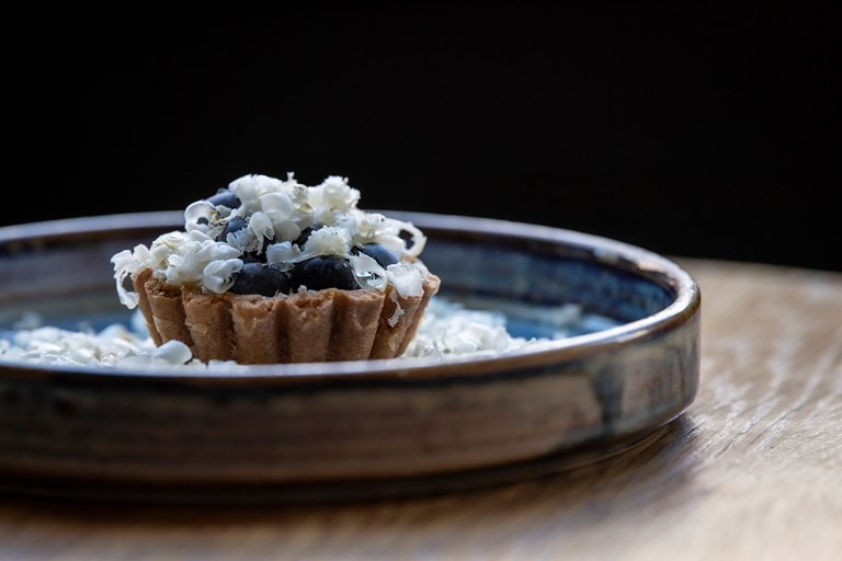Blueberry custard tartlet with goat's cheese
